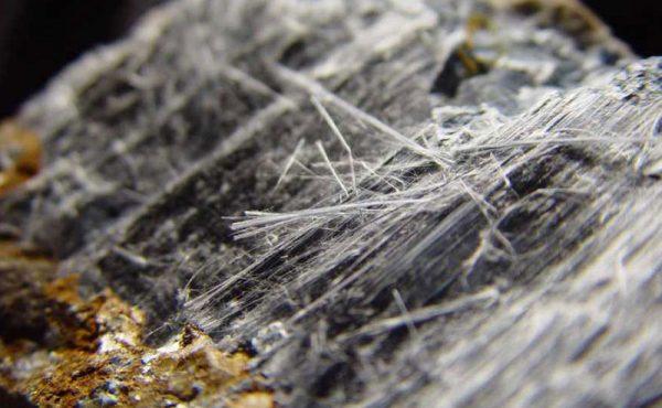 Elementos constructivos y decorativos que contaminan el interior de una casa u oficina: riesgo de asbestosis por uso de amianto o asbesto